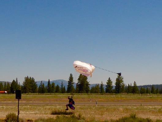 Slider airshow red bull sky diver